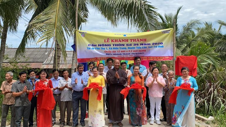 Chùa Long Bửu cùng với chính quyền địa phương khánh thành cầu nông thôn số 34 - năm 2020 - Ảnh: M.T