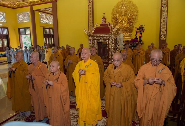 Chư tôn giáo phẩm tông phong niêm hương tưởng niệm Tổ sư Như Hiển - Chí Thiền