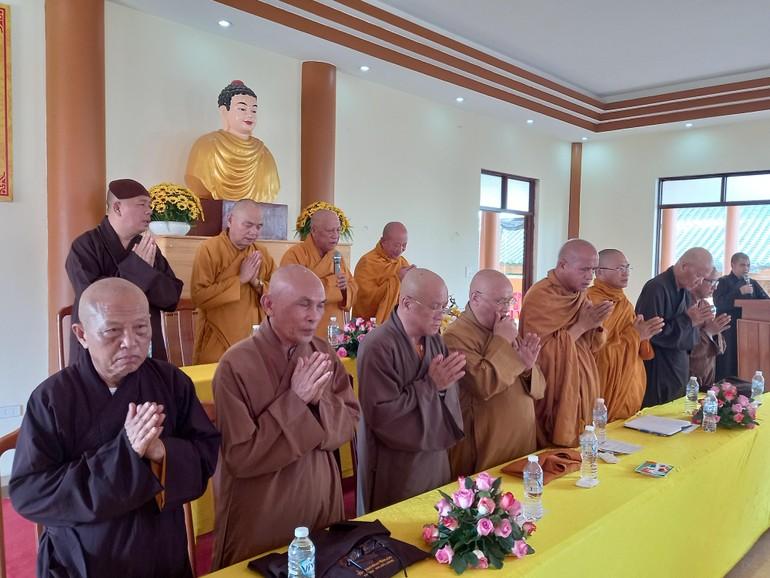 Chư tôn đức chứng minh, chủ tọa buổi họp mở rộng của Ban Trị sự Phật giáo tỉnh Gia Lai