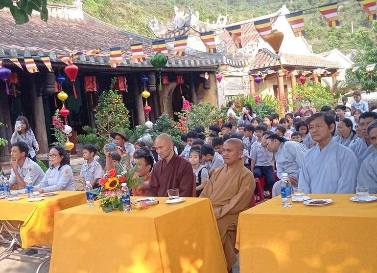 Chư tôn đức, các huynh trưởng tham dự lễ kỷ niệm 56 năm ngày thành lập Gia đình Phật tử Hải Tạng
