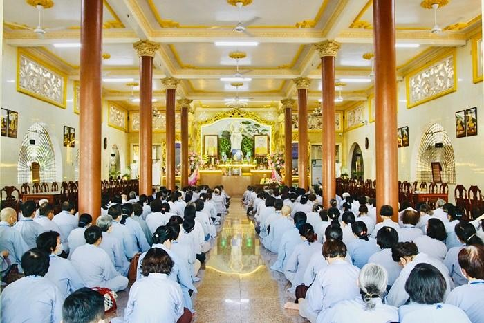 Khóa tu Bát Quan trai định kỳ tại chùa Vạn Đức, thành phố Thủ Đức