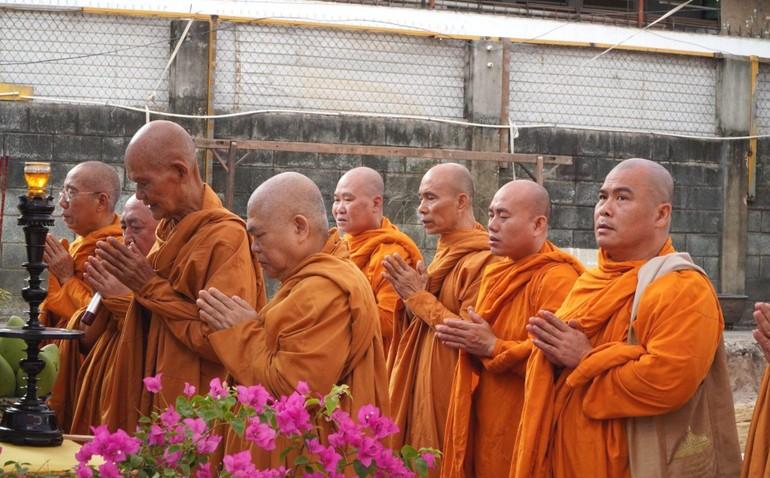 Chư tôn giáo phẩm Hệ phái Khất sĩ cầu nguyện cho công trình trùng tu tịnh xá Ngọc Vân sớm hoàn thành
