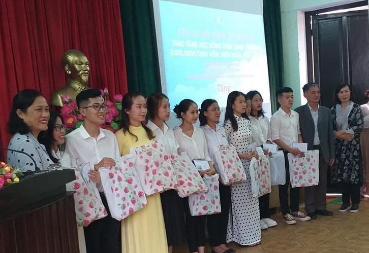 Các đơn vị đã trao tặng đến 34 sinh viên đang học đại học tại tỉnh Thừa Thiên Huế