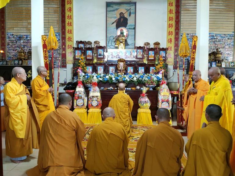 Ban Quản trị chùa Viên Minh, môn đồ pháp quyến thành kính tưởng niệm cố Hòa thượng Thích Vĩnh Thiệu