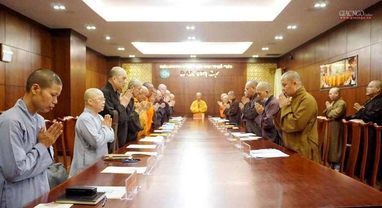 Chư tôn đức Ban Thường trực Ban Trị sự TP.HCM niệm Phật cầu gia hộ