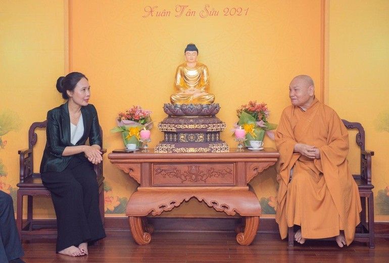 Hòa thượng Thích Thiện Nhơn tiếp bà Phó Trưởng ban Tôn giáo Chính phủ