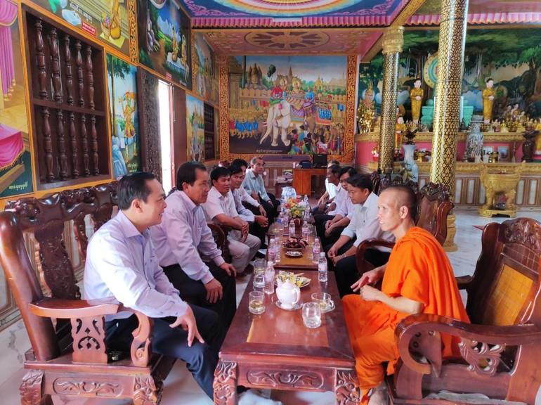 Thường trực Tỉnh ủy do ông Lâm Minh Đằng, Phó Bí thư Tỉnh ủy thăm, chúc Tết Chôl Chnăm Thmây