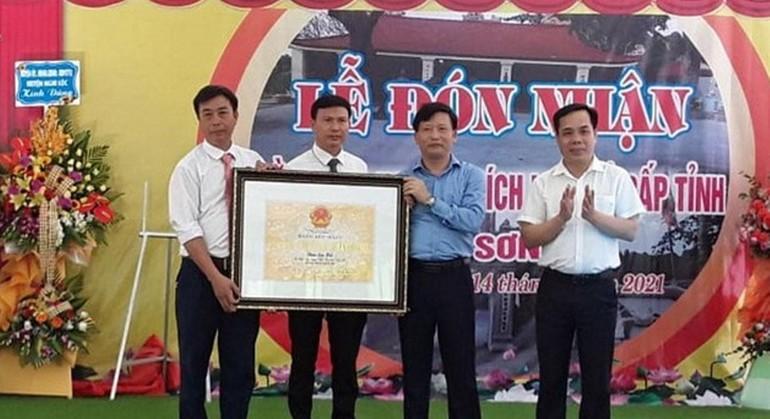 Đại diện xã Nghi Yên nhận Bằng xếp hạng Di tích lịch sử cấp tỉnh chùa Sơn Hải