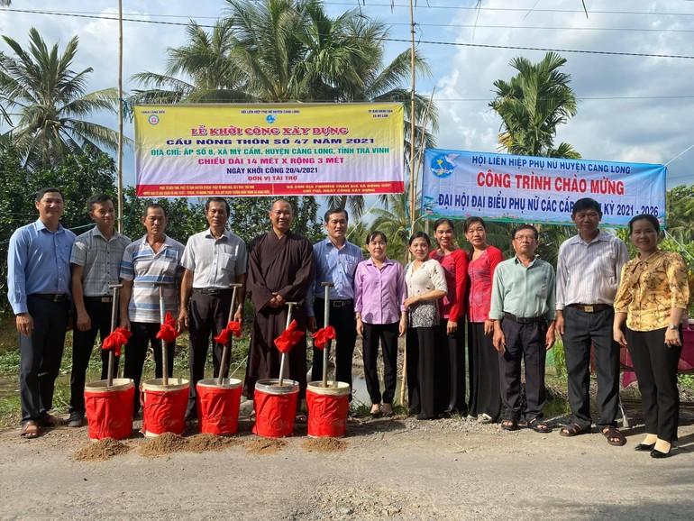 Đại đức Thích Minh Trí cùng với chính quyền địa phương khởi công xây dựng cầu nông thôn số 47