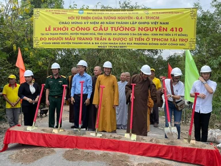 Khởi công xây cầu bê-tông Tường Nguyên 401 tại xã Thạnh Phước, huyện Thạnh Hóa - Ảnh: T.N