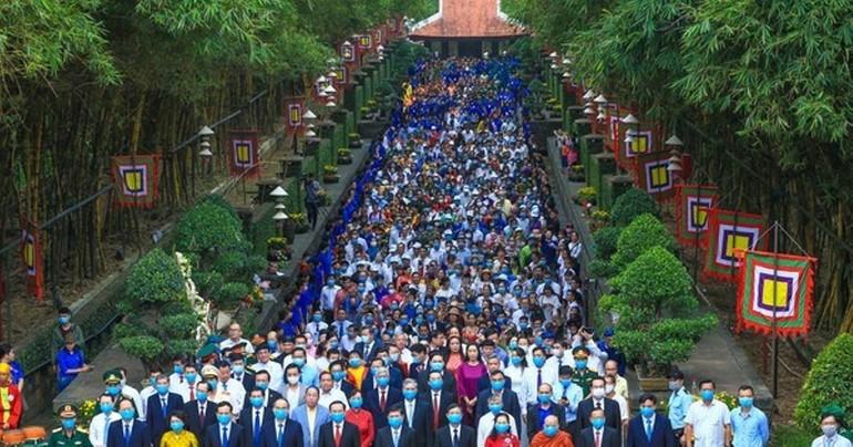 Đoàn đại biểu tham dự lễ giỗ Quốc Tổ Hùng Vương năm Tân Sửu - 2021 - Ảnh: Dũng Phương