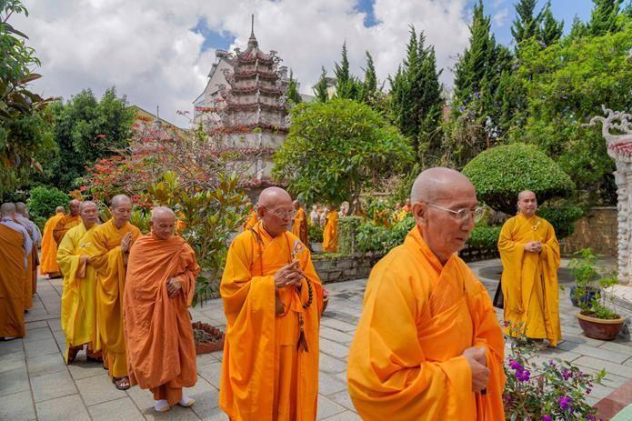 Môn phong pháp phái trang nghiêm nhiễu tháp tưởng niệm lần thứ 80 ngày Tổ khai sơn tổ đình Linh Quang viên tịch