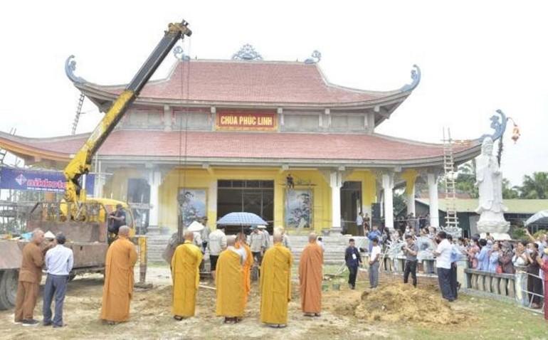 Công trình rót đồng đúc tôn tượng Đức Bổn Sư trong khuôn viên chùa Phúc Linh