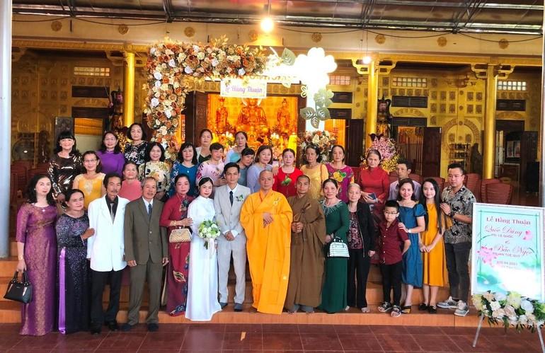 Chùa Vạn Phật đã diễn ra lễ Hằng thuận cho đôi Phật tử trẻ