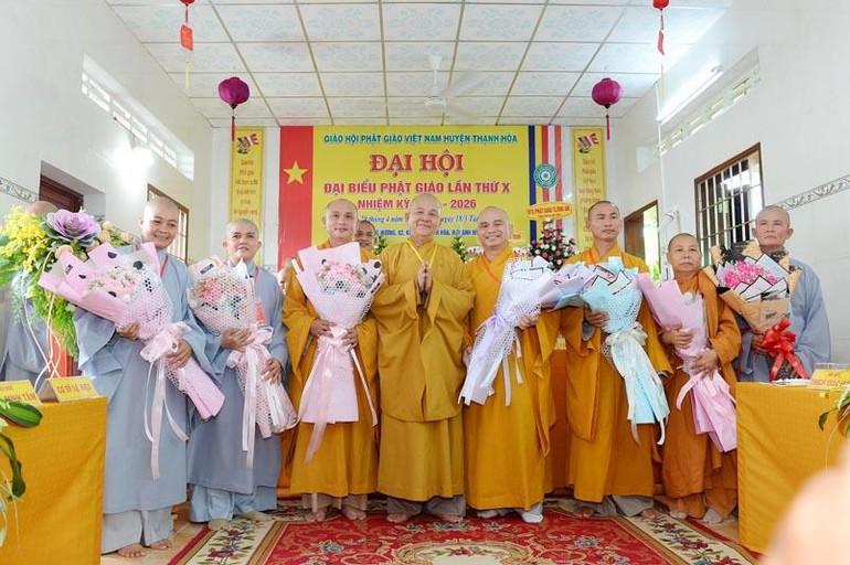 Tân Ban Trị sự GHPGVN huyện Thạnh Hóa ra mắt đại hội và nhận hoa chúc mừng