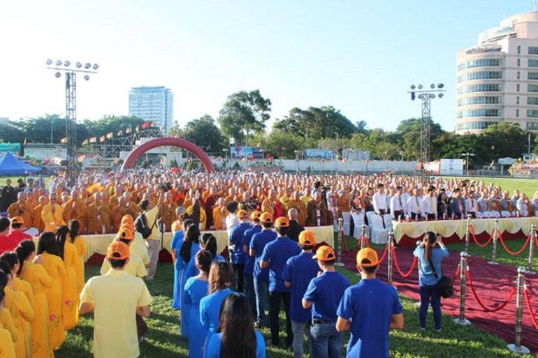 Ban Trị sự tỉnh tổ chức Đại lễ Phật đản Phật lịch 2558 tại sân vận động Lam Sơn, thành phố Vũng Tàu
