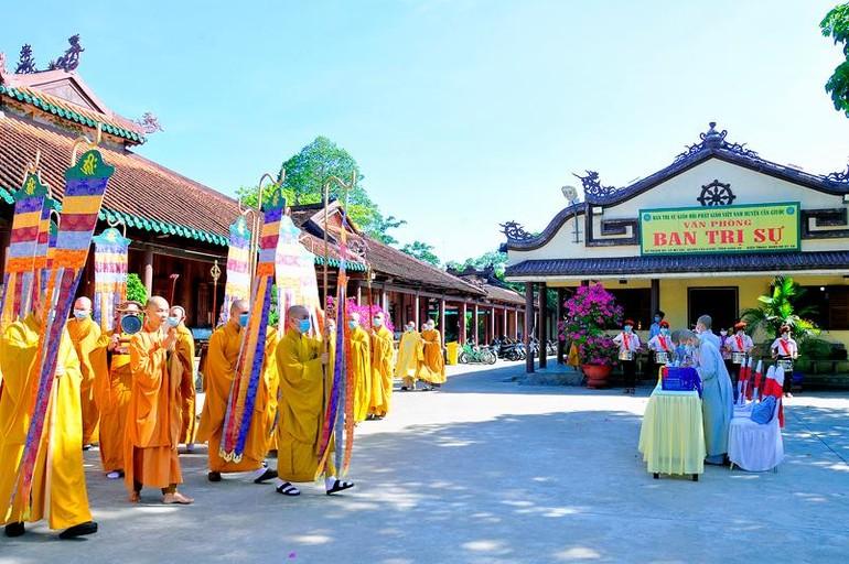 Cung thỉnh chư tôn đức quang lâm hội trường Đại hội đại biểu Phật giáo huyện lần thứ X, nhiệm kỳ 2021-2026