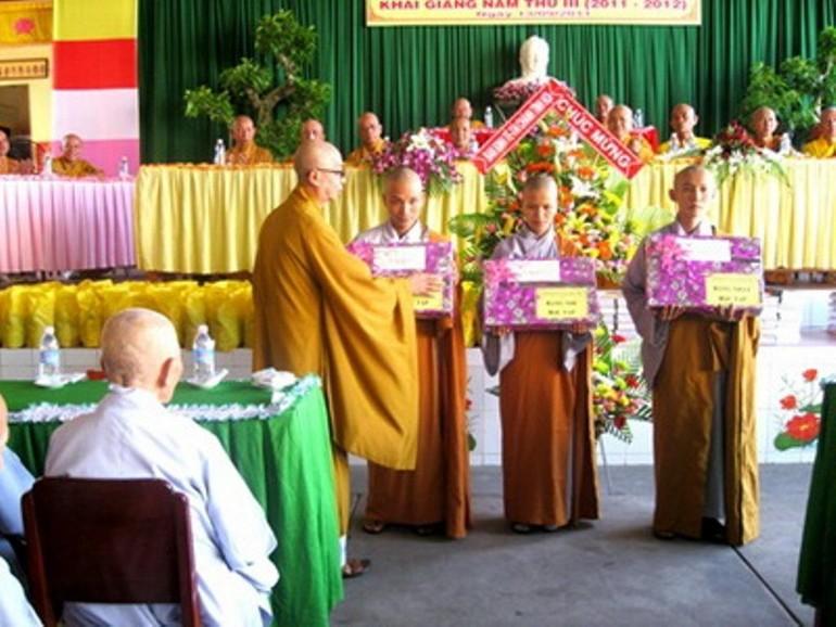 Trường Trung cấp Phật học tỉnh Bến Tre khai giảng năm thứ III khóa I