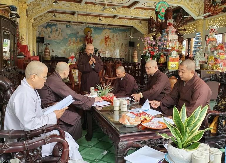 Hòa thượng Thích Thiện Hòa phát biểu khai mạc buổi họp của Thường trực Ban Trị sự quận Tân Phú