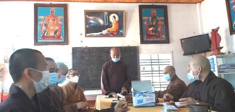 Thượng tọa Thích Thanh Hiển chủ trì buổi họp mở rộng của Ban Trị sự Phật giáo huyện Tây Sơn