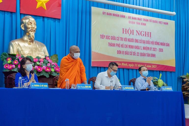 Hòa thượng Danh Lung tiếp xúc giữa cử tri, tại đơn vị bầu cử 22, quận Tân Bình - Ảnh: Đăng Huy