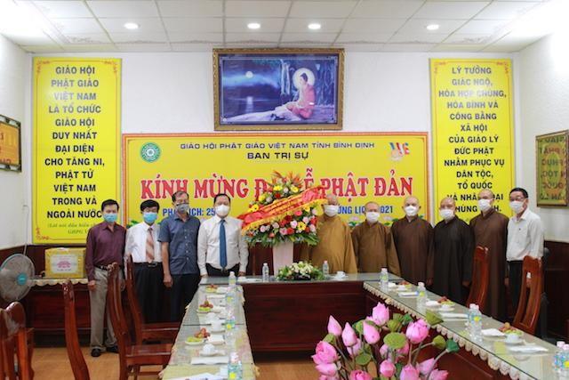 Lãnh đạo Tỉnh ủy tỉnh Bình Định chúc mừng Phật đản đến chư tôn đức Ban Trị sự GHPGVN tỉnh