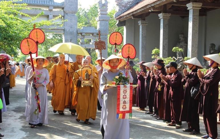 Tổ đình Thắng Phúc - Hải Phòng cung đón chư tôn đức dự lễ tác pháp an cư Phật lịch 2564 (2020) - Ảnh: Thành Trung