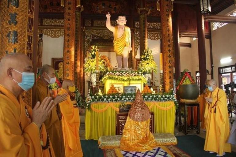 Đại lễ Phật đản của Phật giáo Thừa Thiên Huế được tổ chức tại chánh điện chùa Từ Đàm