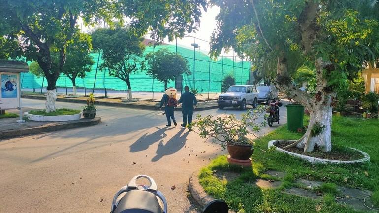Phun khử khuẩn, kết thúc phong tỏa Trung tâm hạ tầng mạng Miền Nam (quận Tân Bình) - Ảnh: HCDC