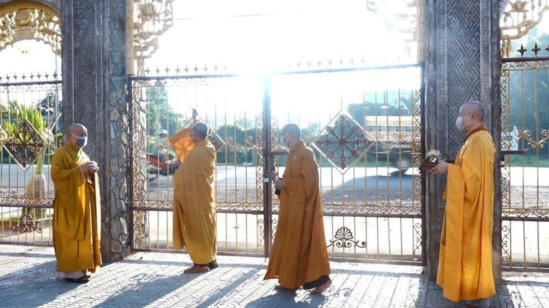 Nghi thức sái tịnh cầu nguyện trùng tu ngôi Tam bảo chùa Phật Tâm