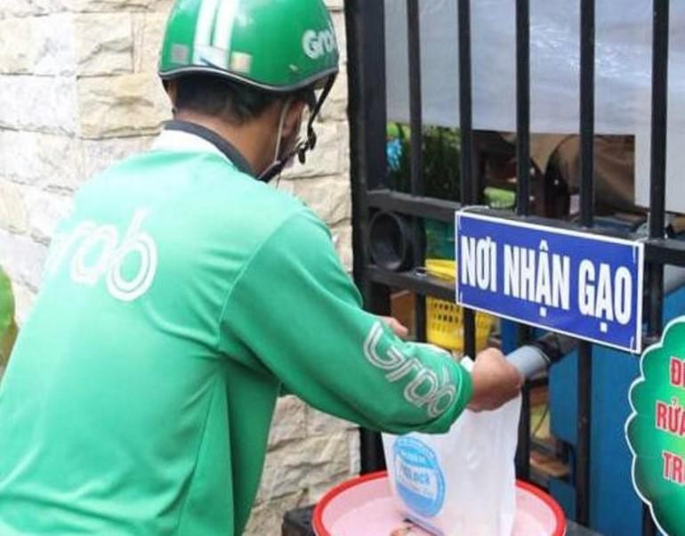 ATM gạo cho người khó khăn trong mùa dịch tại chùa Bửu Đà khai trương sáng 10-6 - Ảnh: BĐ