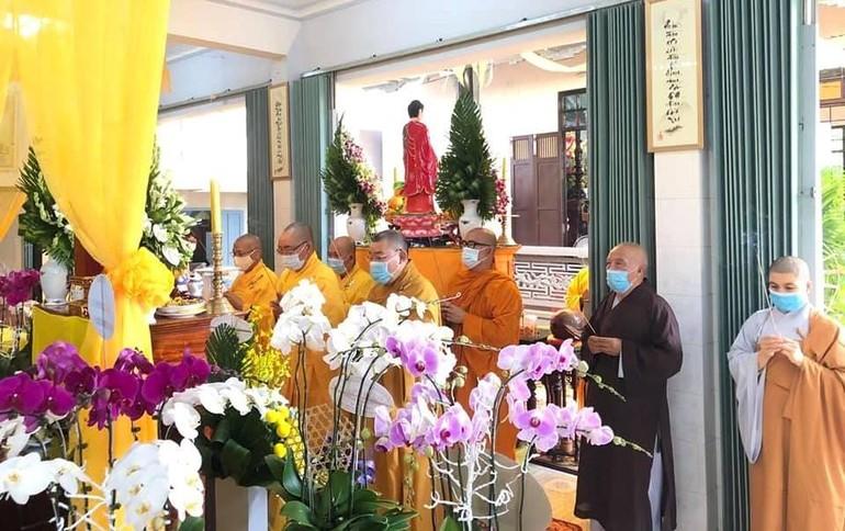 Ban Trị sự GHPGVN tỉnh Bình Thuận niêm hương tưởng niệm cố Ni trưởng tân viên tịch - Ảnh: Ban TT-TT Bình Thuận