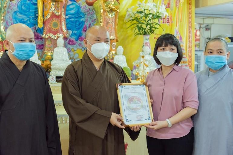 Phật giáo quận 4 ủng hộ hơn 100 triệu đồng cho quỹ mua vắc-xin Covid-19