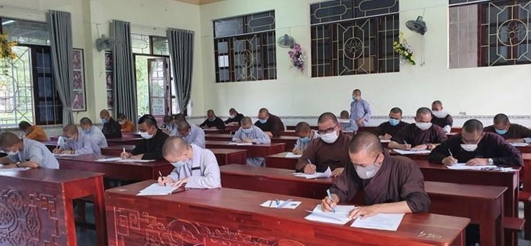 Trường Trung cấp Phật học tỉnh Bình Thuận tổ chức kỳ thi tốt nghiệp khóa X (2017-2021) cho 60 Tăng Ni sinh