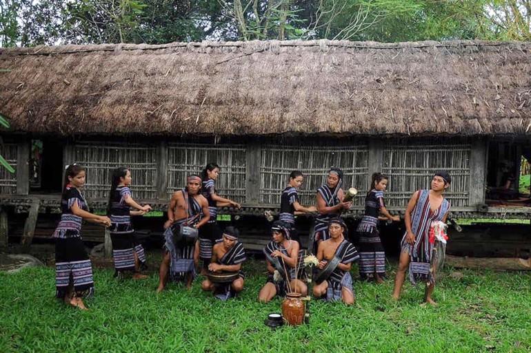 Hoạt động du lịch cộng đồng tại làng Teng được tổ chức thường xuyên