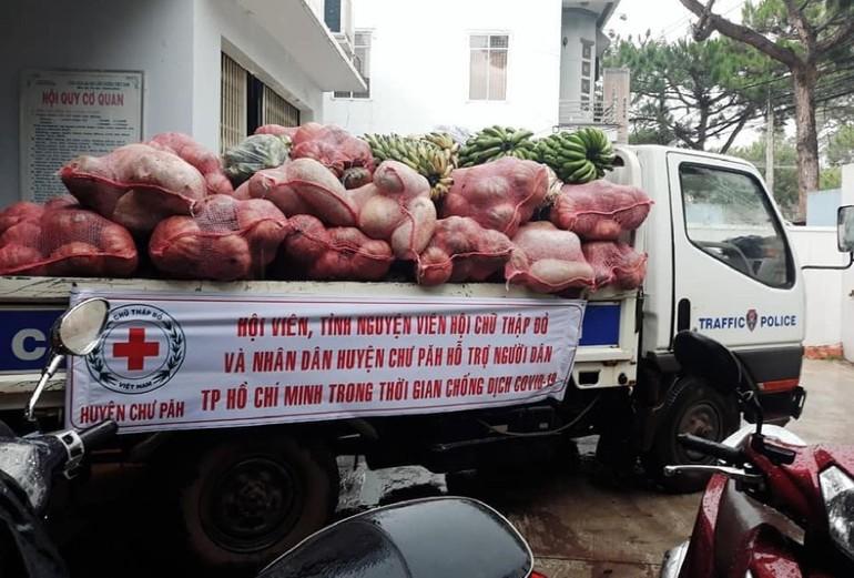 Người dân huyện Chư Păh (Gia Lai) với những chuyến nông sản hỗ trợ TPHCM