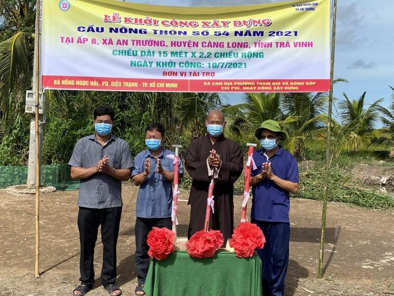 Chùa Long Bửu, chính quyền địa phương khởi công xây dựng 3 cây cầu nông thôn tại xã An Trường - Ảnh: L.B