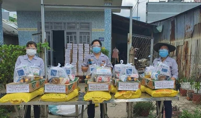 Ban Từ thiện - Xã hội Phật giáo tỉnh Cà Mau, Phân ban Gia đình Phật tử tỉnh đã trao tặng 700 phần quà đến bà con