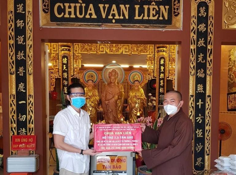 Anh Nguyễn Minh Luân ủng hộ đến Thượng tọa Thích Lệ Quang 1,5 tấn gạo để tặng đến người nghèo