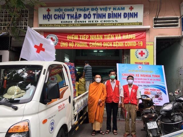 Tịnh xá Ngọc Duyên ủng hộ TP.HCM và trao quà đến gia đình chính sách