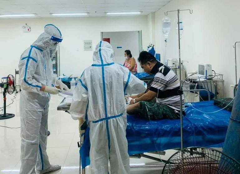 Nhiều bệnh nhân đang còn khỏe nhưng chốc lát lại trở nặng, nhóm hỗ trợ đưa các F0 xuống phòng cấp cứu