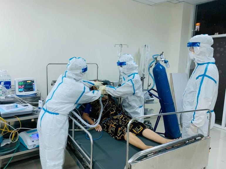 Thầm lặng giúp đỡ các bệnh nhân ở phòng cấp cứu vượt qua cơn nguy kịch