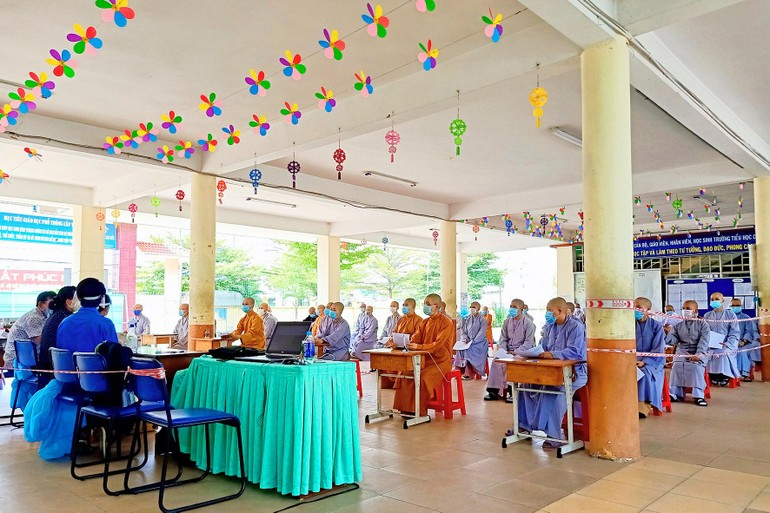 Hơn 1000 Tăng Ni sinh viện nội trú của Học viện Phật giáo VN tại TP.HCM được tiêm mũi 1 vắc-xin Covid-19