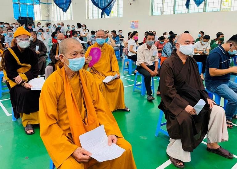 Chư tôn đức Ban Trị sự GHPGVN tỉnh Quảng Nam đã được tiêm mũi đầu tiên vắc-xin phòng Covid-19
