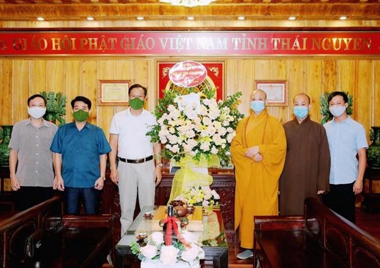 Thượng tọa Thích Nguyên Thành đón tiếp đoàn Công an tỉnh Thái Nguyên tại trụ sở Ban Trị sự