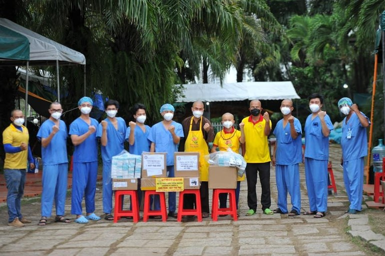 Hội Từ thiện Tường Nguyên tặng 10 máy trợ thở và 600 máy đo nồng độ oxy đến bệnh viện TP.HCM và tỉnh Long An