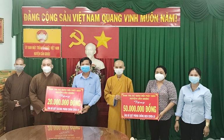 Long An: Ban Trị sự huyện Cần Giuộc ủng hộ quỹ vắc-xin phòng Covid-19