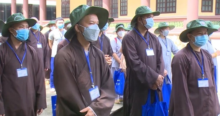 50 Tăng Ni, Phật tử xuất phát hỗ trợ tuyến đầu chống dịch Covid-19 tại TP.Thủ Dầu Một, Bình Dương - Ảnh: BTC