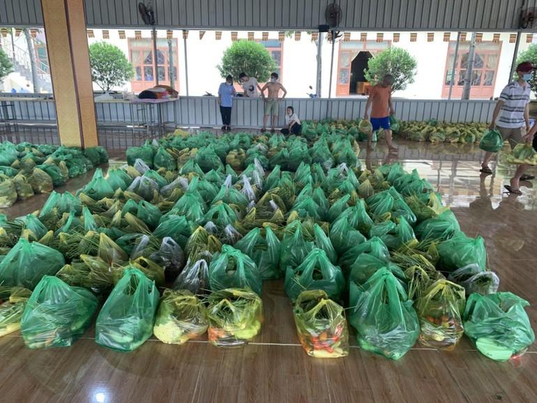 1.000 phần rau củ được chùa Tỉnh Hội chia tặng đến bà con khó khăn