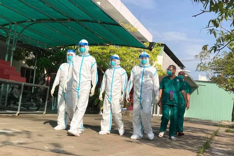 Đoàn chư Tăng tình nguyện viên thuộc GHPGVN tỉnh Nam Định tại tỉnh Long An